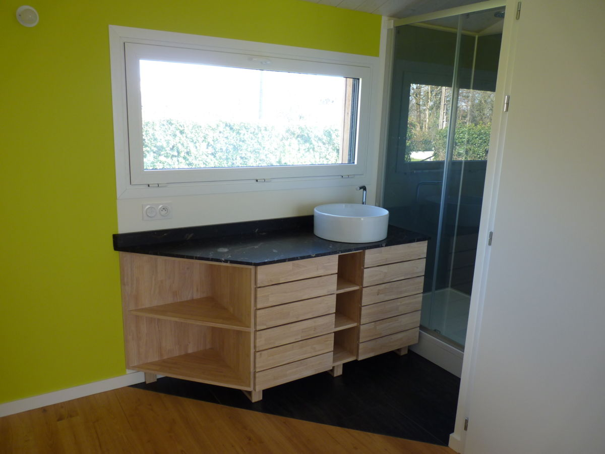 Meuble salle de bain bois massif - Menuiserie Ouvrard Guilloteau
